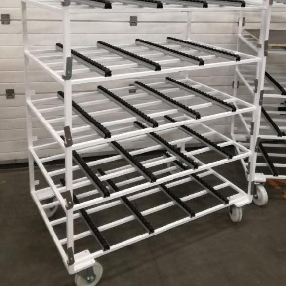 Rack de stockage dynamique avec rails à galets sur roulettes